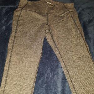 Old Navy Active capri leggings